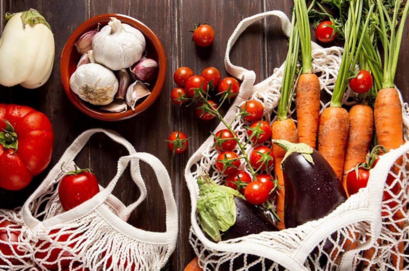 vue-dessus-carottes-sac-legumes_23-2148622447
